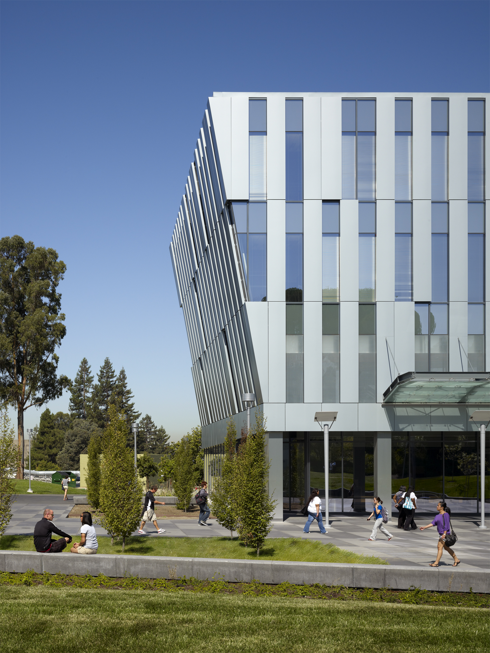 CSU East Bay Student Services & Administration Building